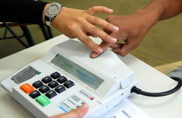 Apenas 15% dos eleitores usarão urnas biométricas
