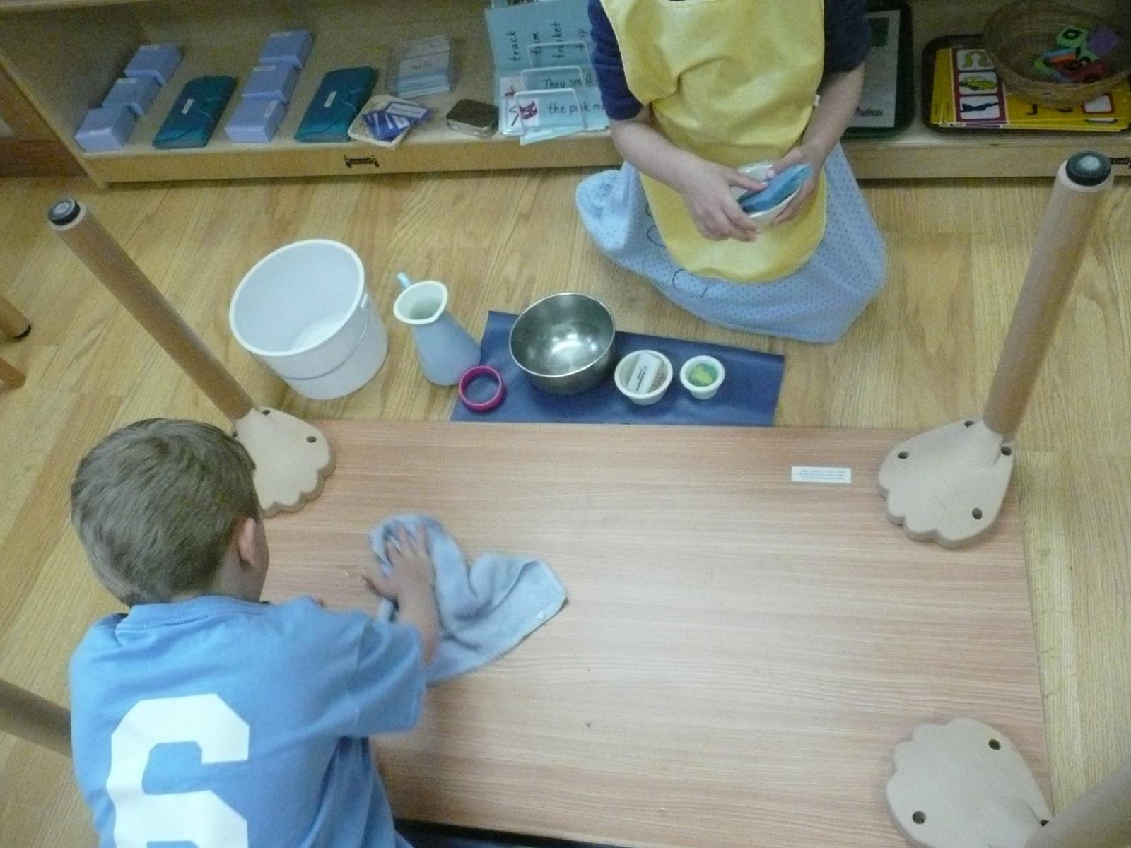 Montessori teachings table washing even the bottom for Table th bottom
