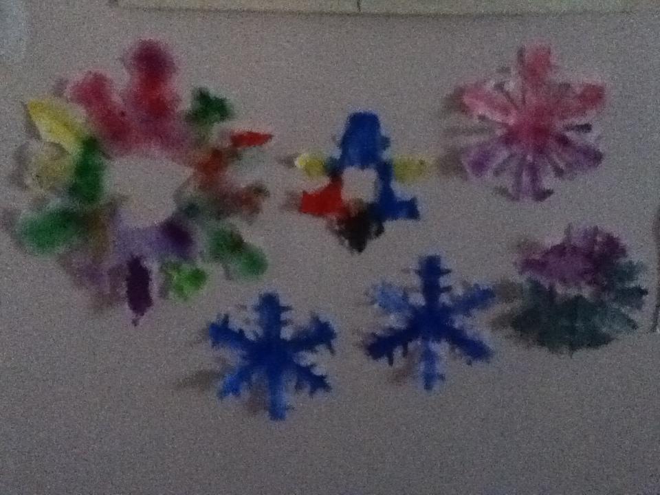 P 39 tite caboche activit hiver d coupage de flocons de neige - Flocon de neige en papier pliage ...
