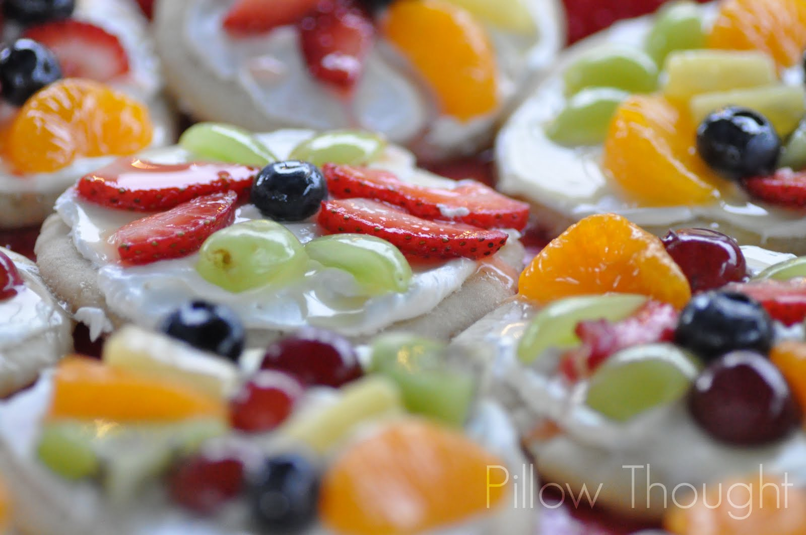 Pillow Thought: Thursday's Tip {Sugar Cookie Fruit Pizzas}