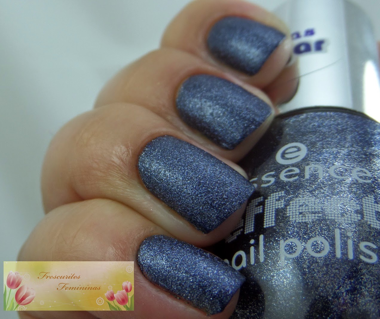 Blue nails, essence, frescurites femininas
