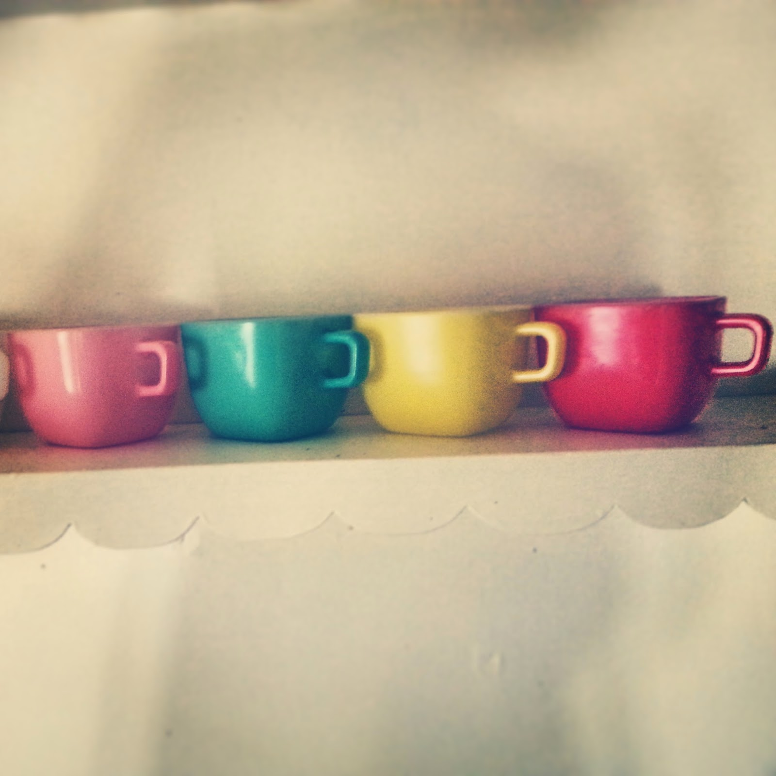 https://www.etsy.com/listing/186448440/retro-square-cups-rainbow-glasbake-set?ref=shop_home_active_14