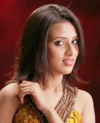 Model+Bidya+Sinha+Saha+Mim005
