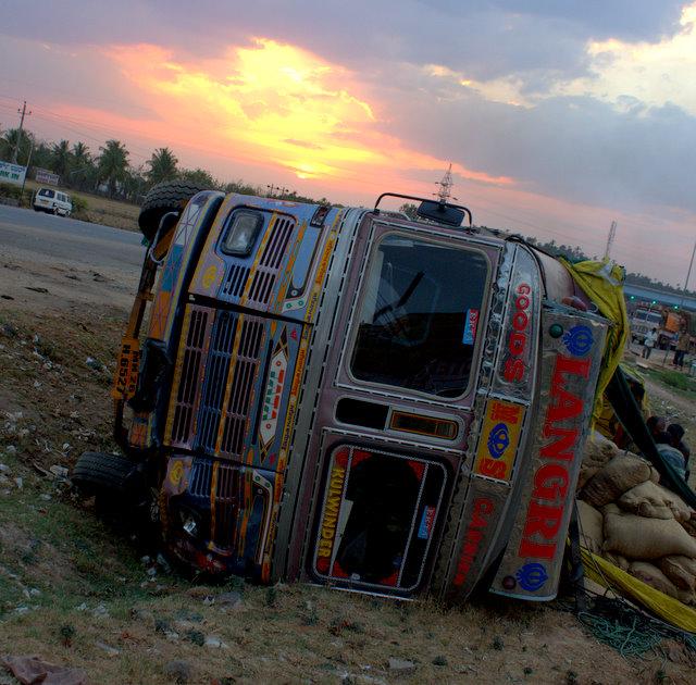 truck crash sira sunset