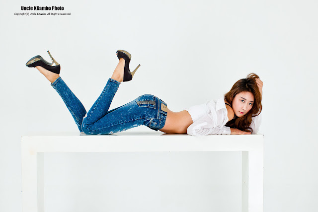 Park Hyun Sun in White Top and Jeans