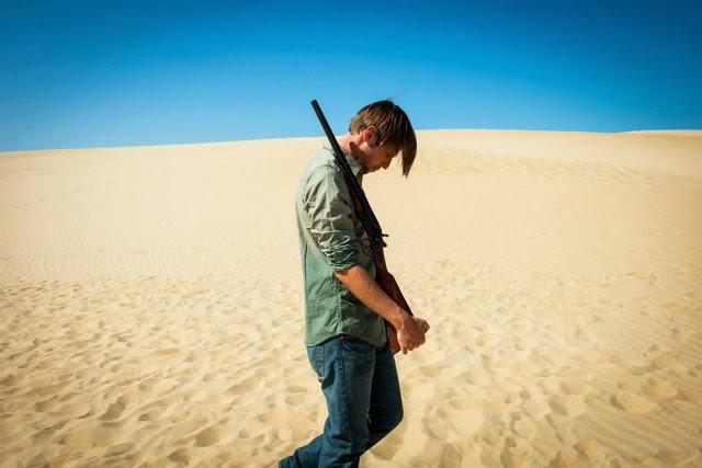 """Imágenes de la película """"Stranger in the Dunes"""""""
