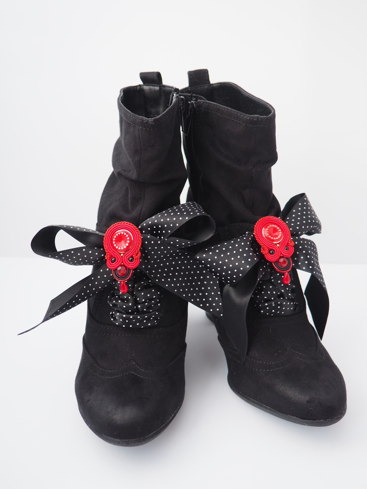 ankle boots, bows, brooch, Deichmann, man made, shoes, soutache, red, polka dot, vegan, Henderson's, Edinburgh, festive menu, pizza express, what vegans eat, what vegans wear, Tocha's World