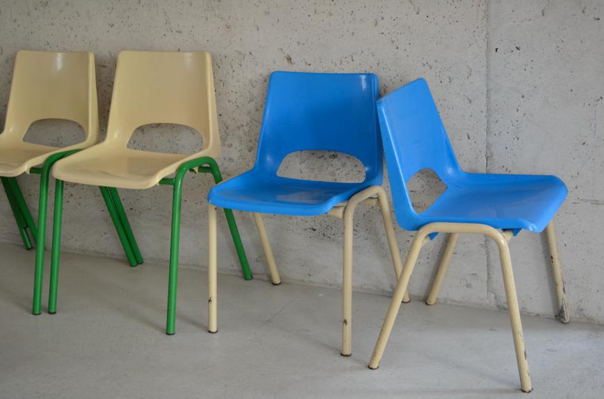 past present chaises d 39 cole maternelle. Black Bedroom Furniture Sets. Home Design Ideas