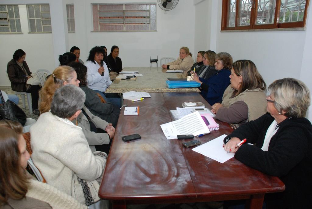 Conselheiras participam da primeira reunião da nova gestão do Conselho Municipal de Defesa dos Direitos da Mulher