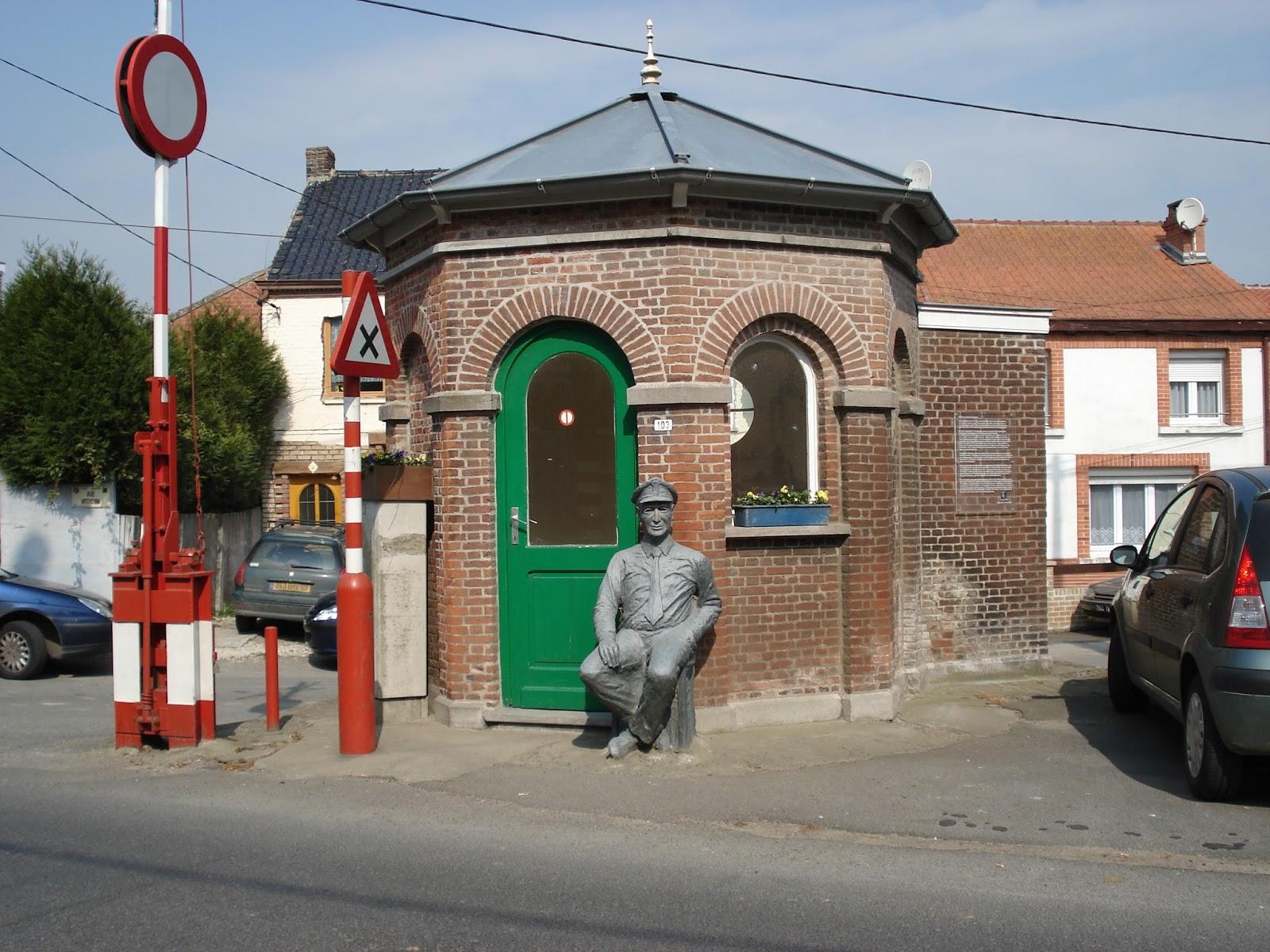 Camiel de douanier in Oost-Cappel