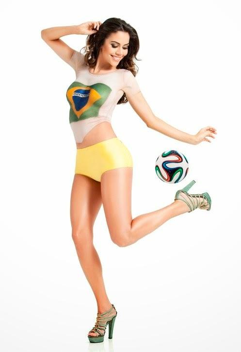 Daniela pinta o corpo para torcer pelo Brasil