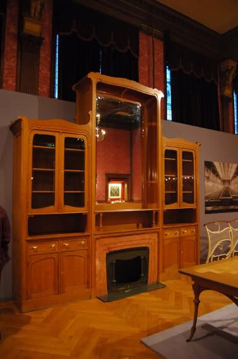 Viktors Ortā (Victor Horta,  beļģu jūgendstila arhitekts, mēbeļu dizaineris.