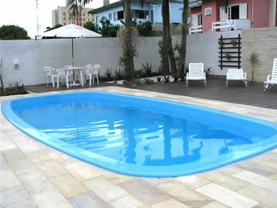 foto de piscina de fibra modelo pré-moldada