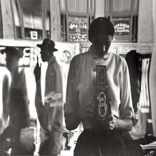 Auto-retratos ao espelho de fotógrafos famosos - Eve Arnold