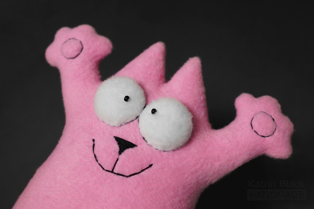 Розовый кот игрушка из флиса.