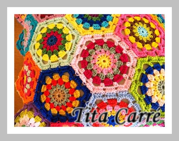 Almofada de Hexágonos coloridos em busca de abrigo