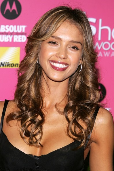 Hair Cut Styles And Tattoo Designs Jessica Alba Long Curly Hairstyles