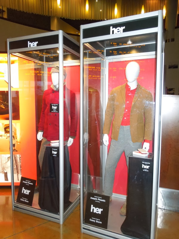 Joaquin Phoenix Theodore Her film costumes