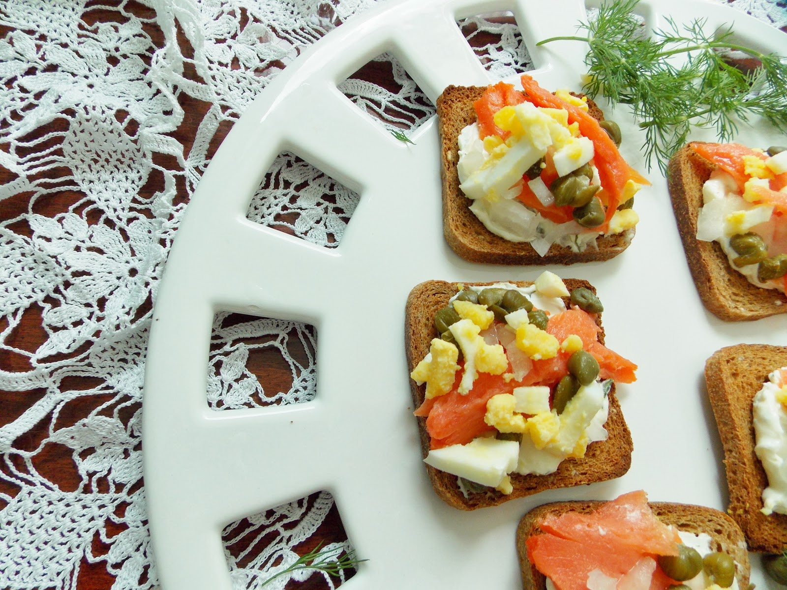 Food and Thrift: Smoked Salmon on Toast Points