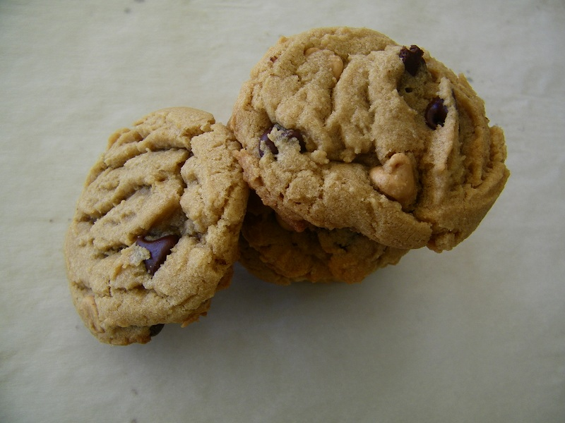 Chef Mommy: Chewy Peanut Butter Chocolate Chip Cookies (Take 2)