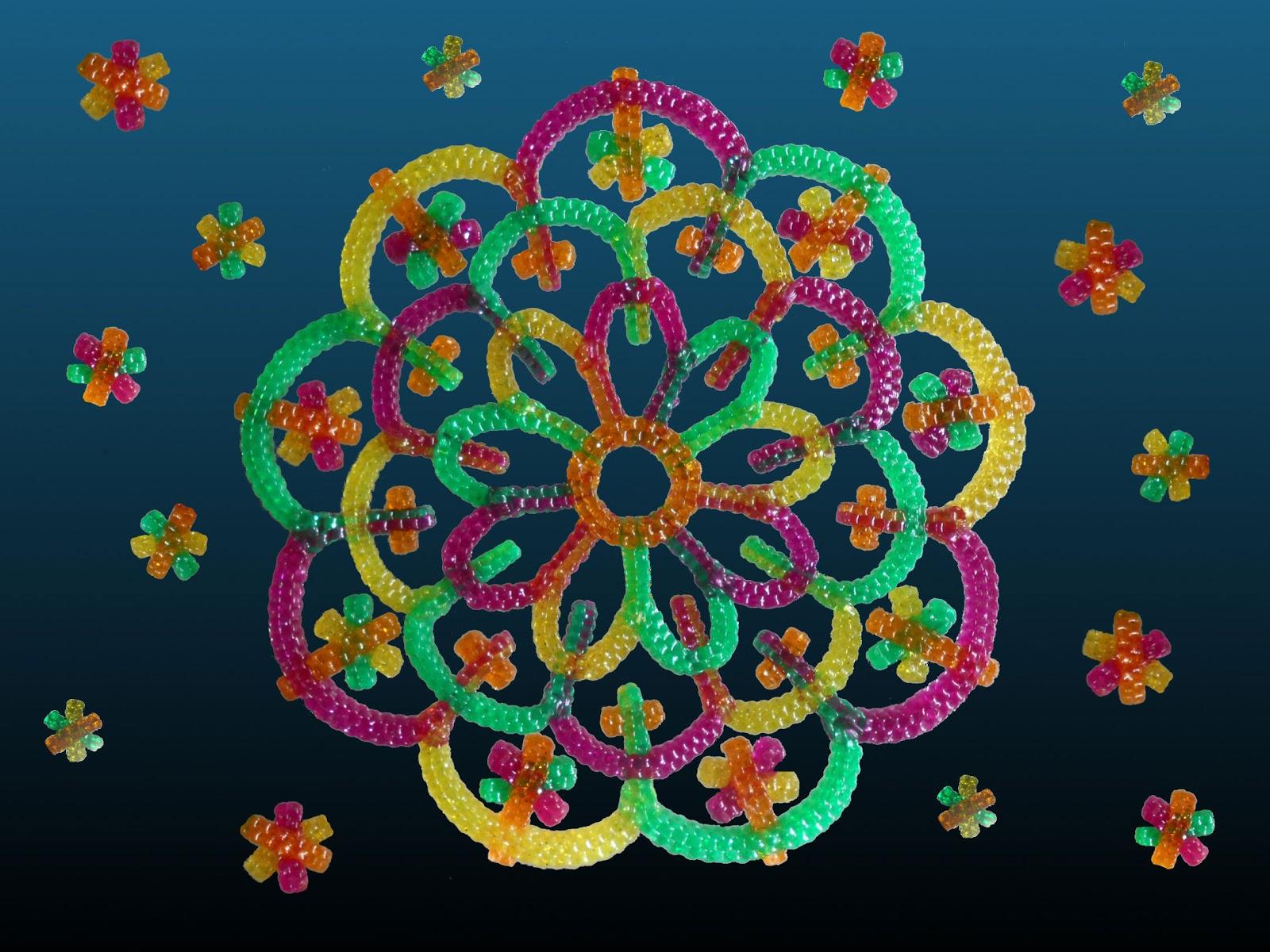 rosace multicolore réalisée en scoubidous