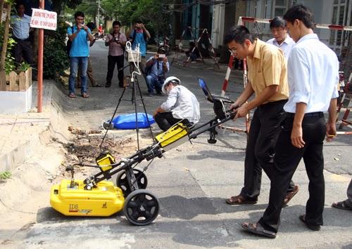 Khám nghiệm hố phun lửa ở Sài Gòn