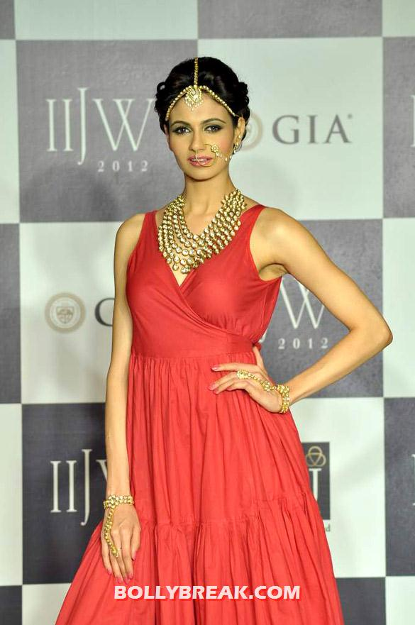 , Ex Miss India Simran Kaur Mundi At Iijw 2012 Day