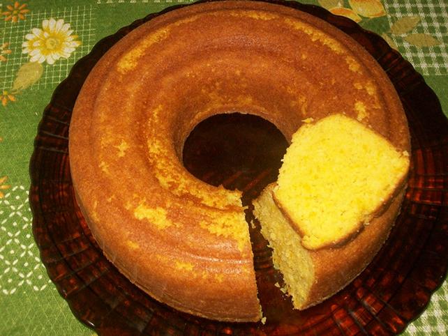 Imagem do bolo de milho verde pronto. Autoria: receitadebolo.info