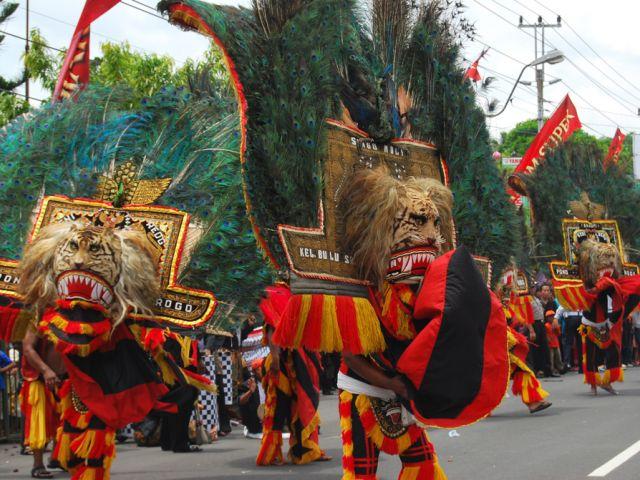 Tari Reog Ponorogo merupakan salah satu tarian daerah yang berasal dari daerah barat laut Jawa timur, lebih tepatnya Ponorogo