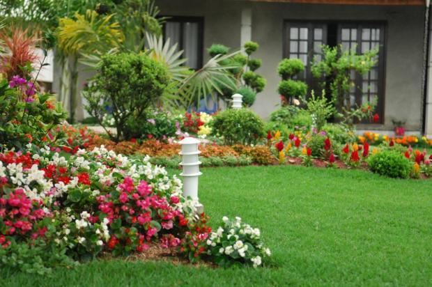"""flores e jardins fotos:APRENDENDO A VIVER"""": DECORAÇÃO DE JARDINS RESIDENCIAIS"""