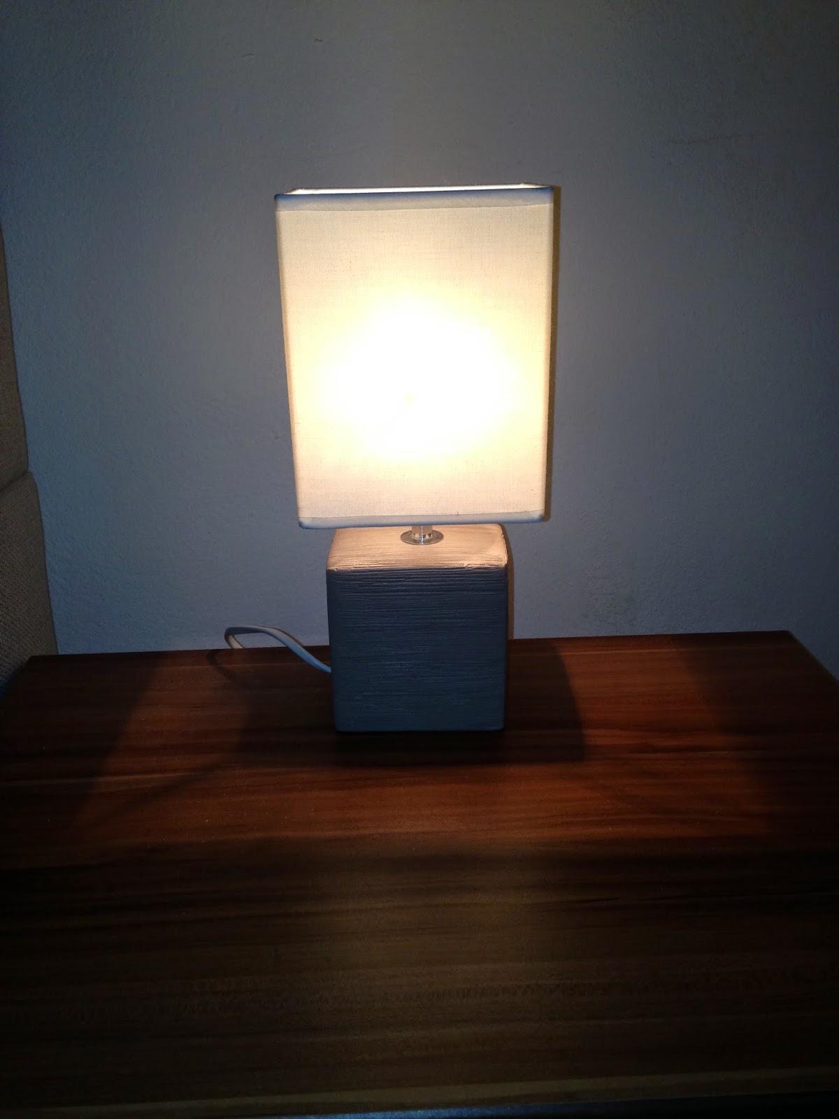 produktbotschafterin lounge licht erlebnisse licht neu erleben lampen leuchten im test. Black Bedroom Furniture Sets. Home Design Ideas