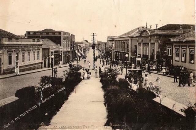 Rua XV de Novembro vista pela Praça dos Andradas -Barbacena MG