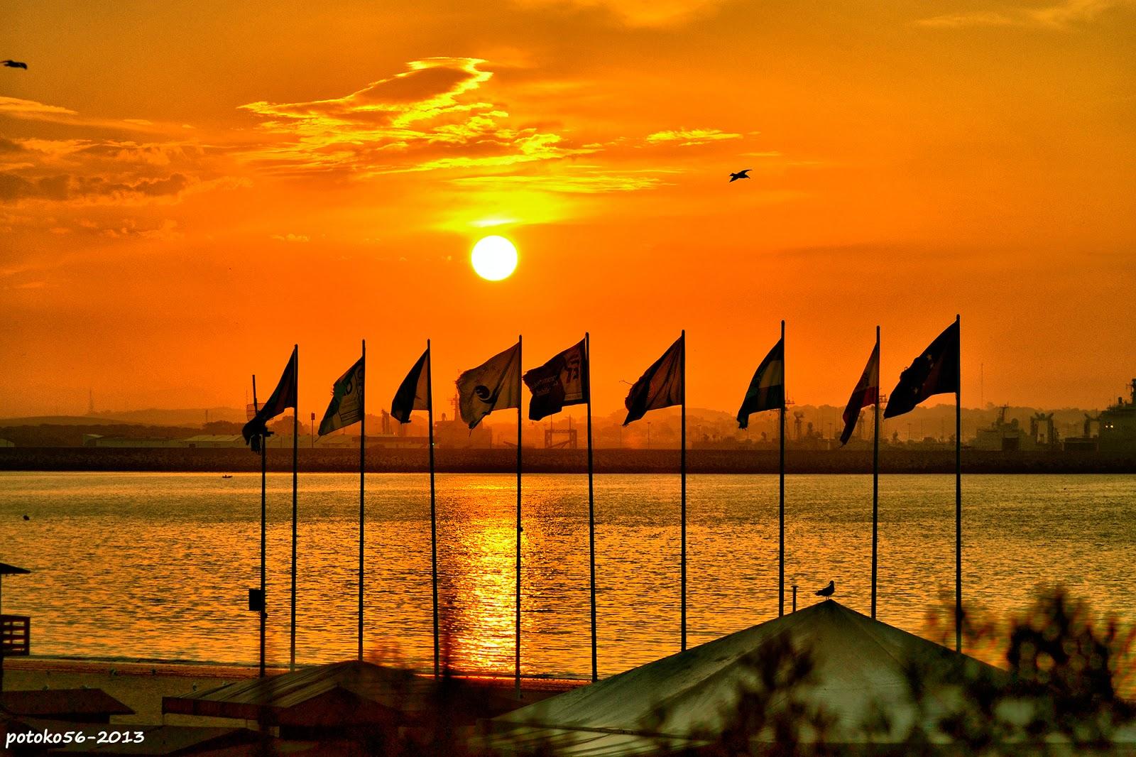 La luz del día banderas amaneciendo Rota