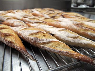 Baguettes de pain maison, par Eddie Benghanem, Chef Pâtissier du Trianon Palace