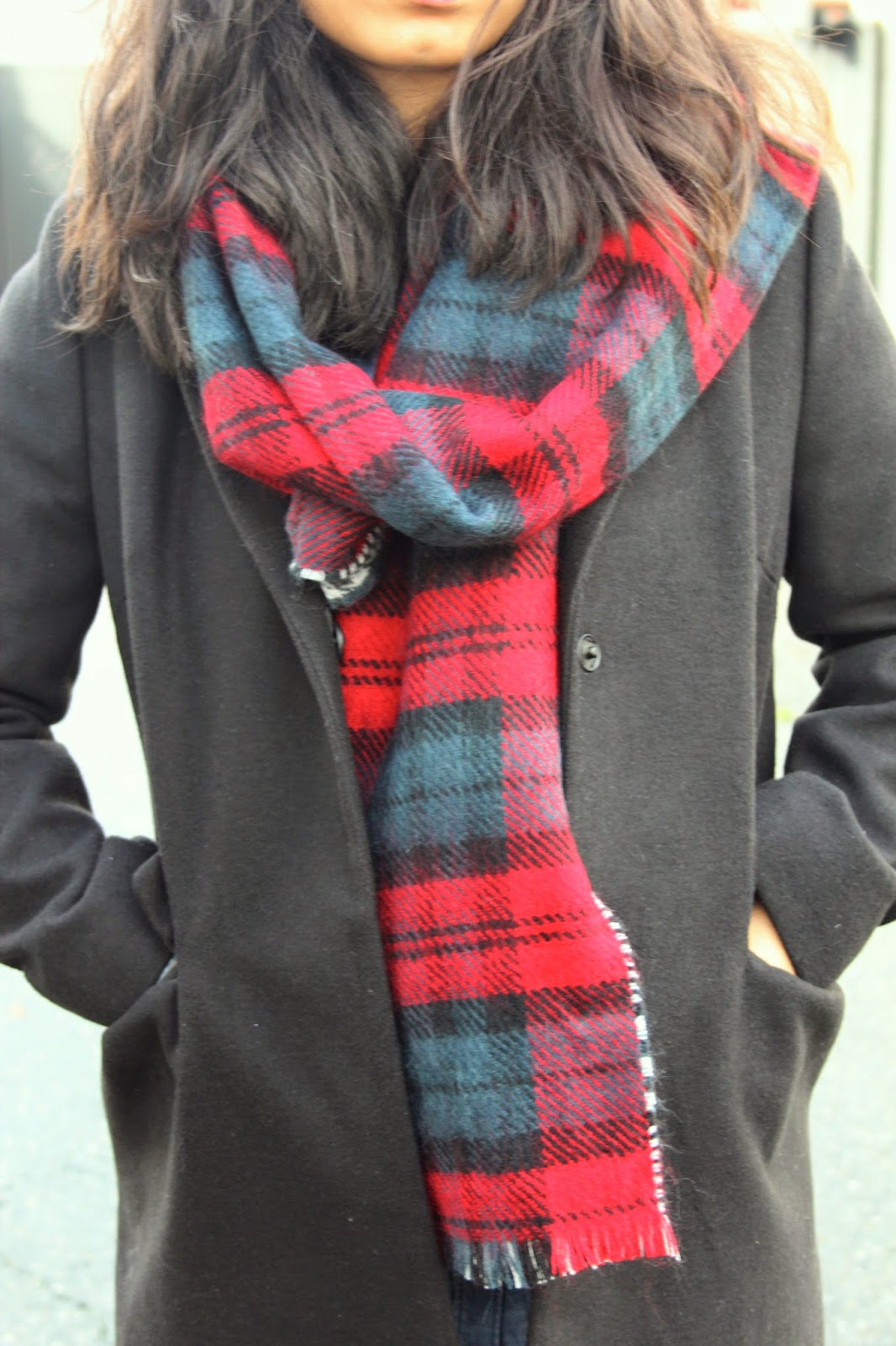 reversible plaid scarf and boyfriend coat | http://www.footnotesandfinds.com #fallfashion #boyfriendcoat #plaid
