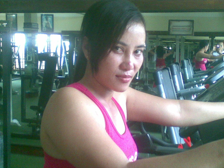 foto tante sexy dari facebook mbak elly