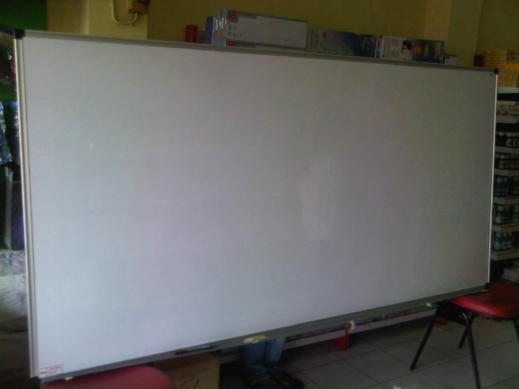 whiteboard gantung