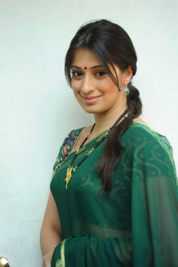 lakshmiroy beautiful saree stills pics at raniranamma movie7