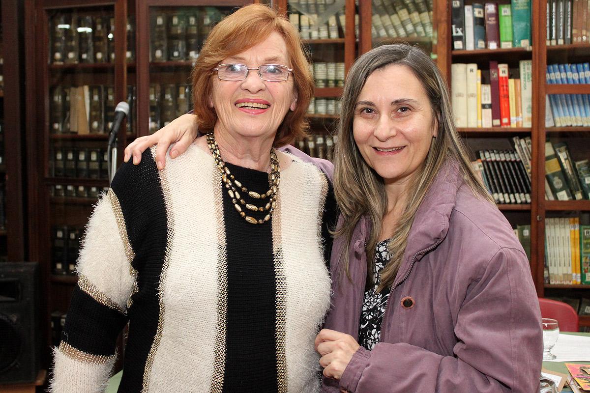 La autora con Graciela Vega