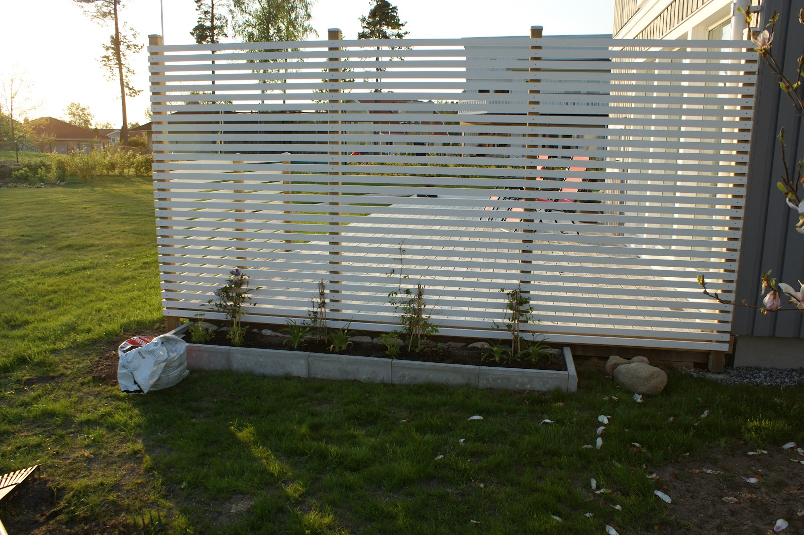 Våren är i antågande - Familjen Söderberg   Myresjöhus : insynsskydd altan : Inredning