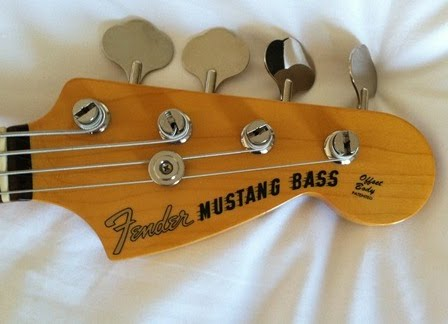 Fender mustang bass headstock