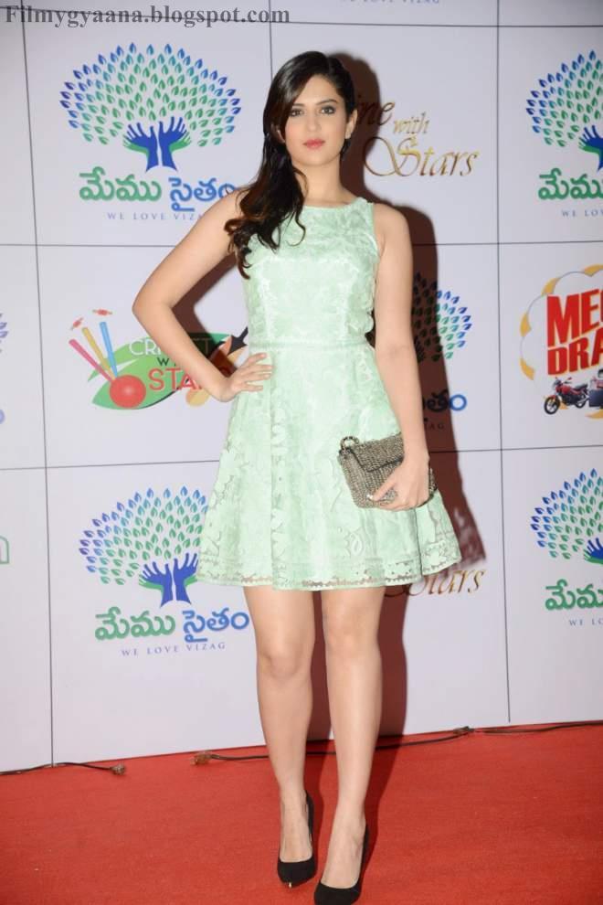 10 Most Spicy Leg Show Photos of Deeksha Seth