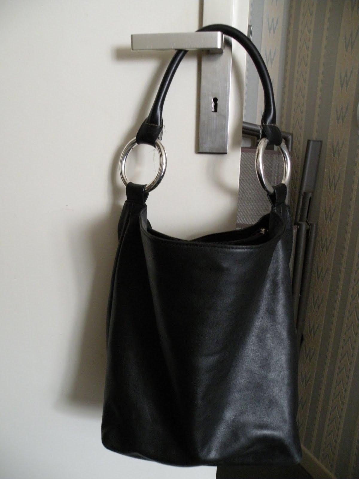a41a2a86b5 Sac Séquoia Seau Handle cuir noir très bon état | Le vide dressing ...