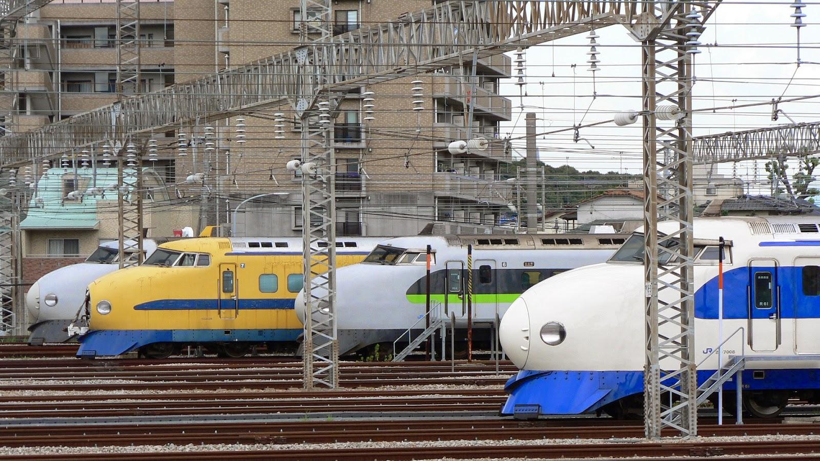 博多総合車両所に停車中の0系新幹線たち