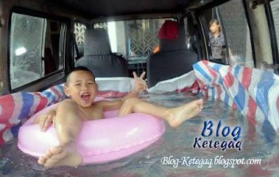 Kolam renang dalam van di China