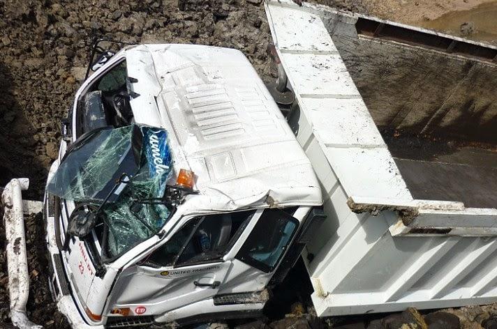Evakuasi Insiden Dump Truck Hauling Di Lokasi Pertambangan
