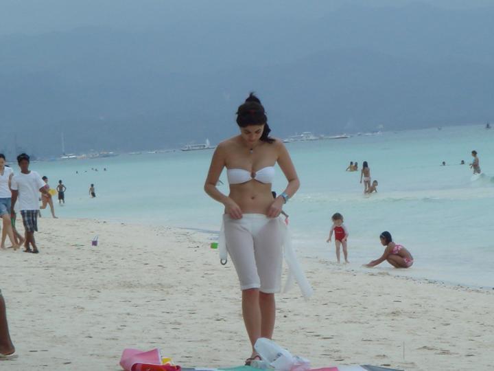 anne curtis stolen bikini shot in boracay 01