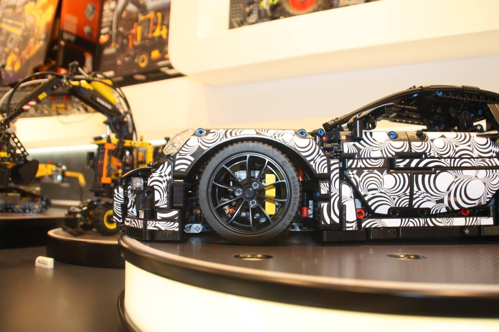 Lego Technik Drops Cool Porsche 911 Gt3 Rs Set With