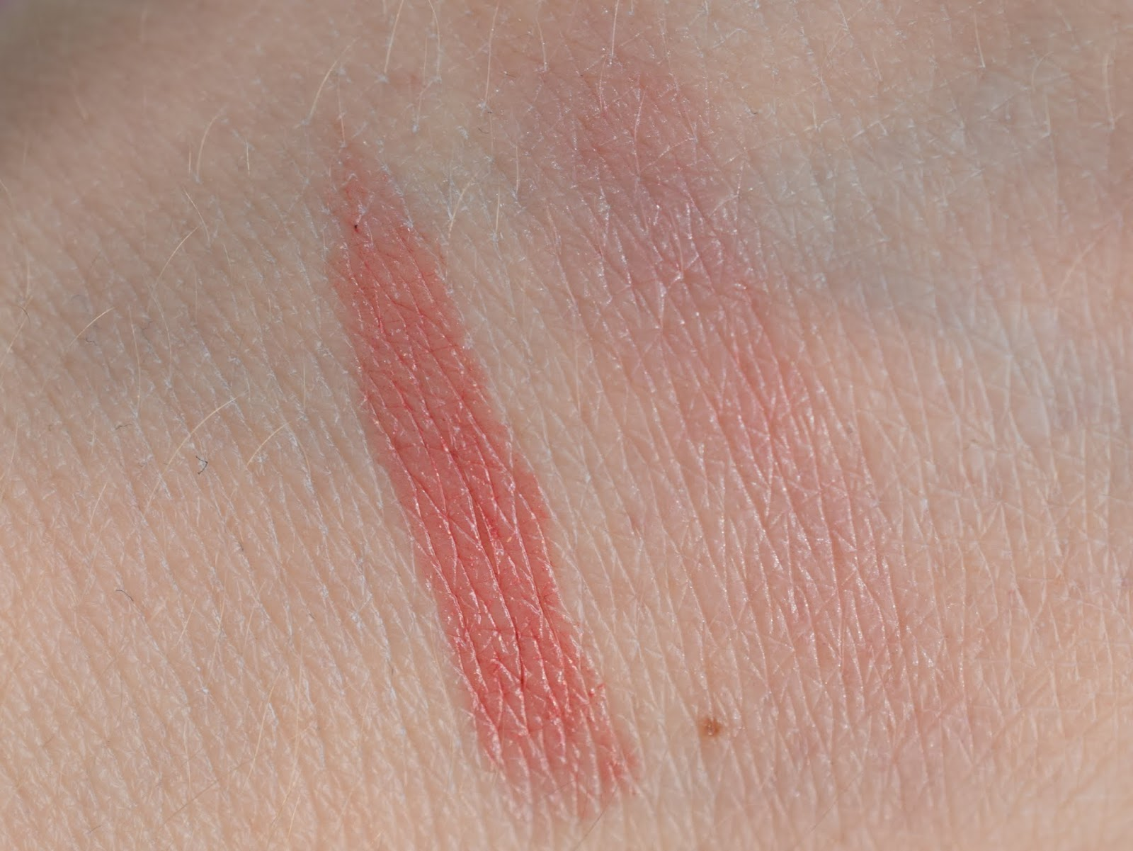 Swatch Shiseido Veiled Rouge RD302 Rosalie und Artdeco Moonlight Blusher