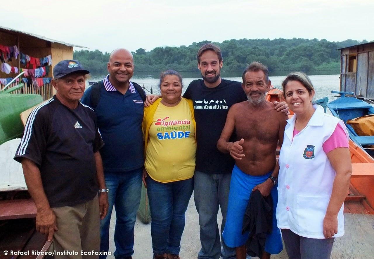 À partir da esquerda, Francisco Tobias, Adeildo Messia e Marly Vicente (Associação de Pescadores), William Rodriguez Schepis (Instituto EcoFaxina), Sr. Pedro Ximbica (Associação de Pescadores) e Rosângela Chad (Zoonoses).